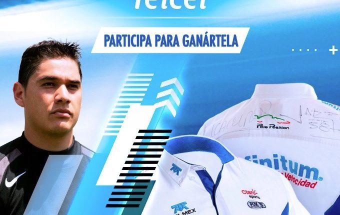 Gana una camisa de la Escudería Telmex autografiada por Moisés Muñoz