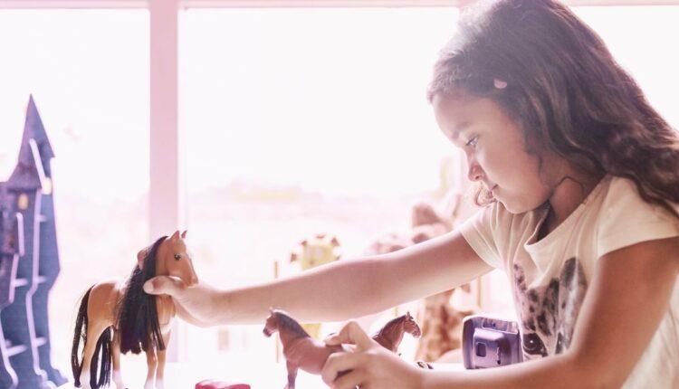 Gana un kit de muñeca con caballo de juguete en el concurso del Día del Niño de Telcel